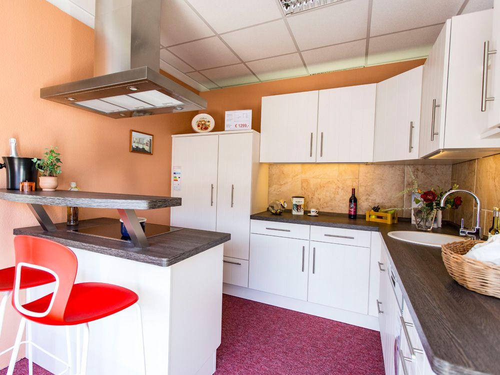 Küchenausstellung von SKL Elektro und Küchenland